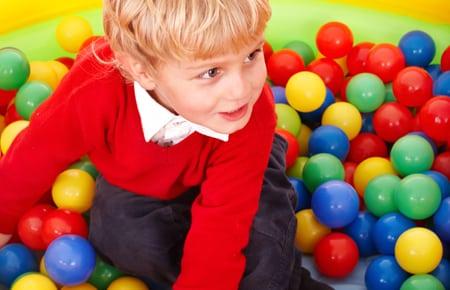 piscine a boules enfant animation de no l balles pour enfants. Black Bedroom Furniture Sets. Home Design Ideas