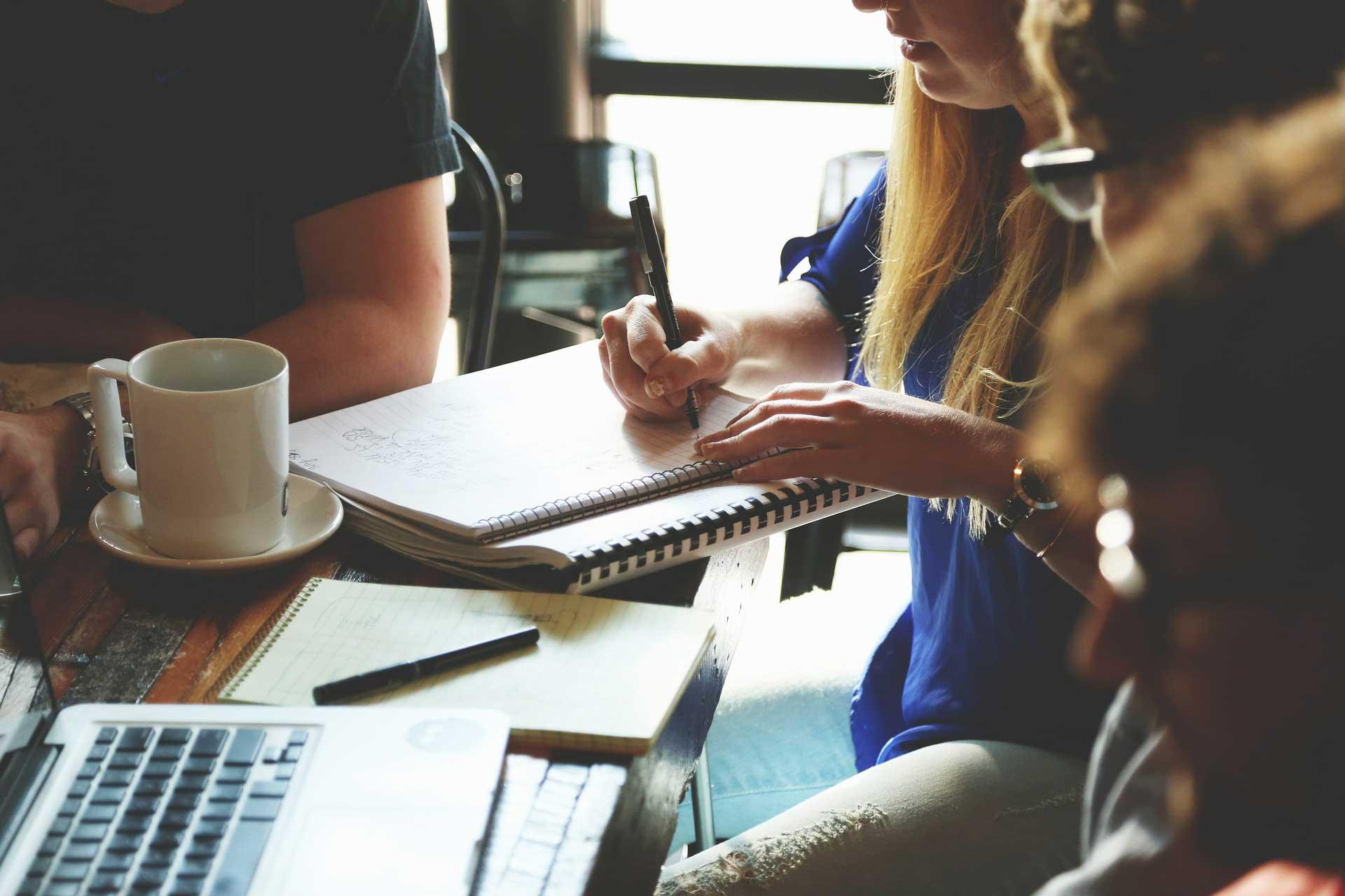 Conseils pour mobiliser vos salariés pour l'organisation de l'arbre de noël en entreprise